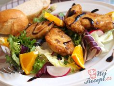 Salát s kuřecím masem a pomerančem
