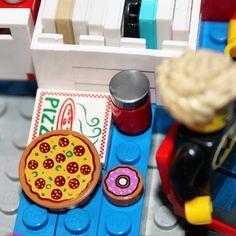 Pizza party time! #sigfigroom #lego #legobrick #legos #brick #minifig #minifigure #minifigures #legominifig #legominifigure #legominifigs #legominifigures #toyplanet #starwars #legostarwars #marvel #DC #DCUniverse #DCComics #Batman #legobatman #ninjago #legoninjago #legomarvel#brick_vision #brickleague #brickcentral #brickinsider #bricknetwort