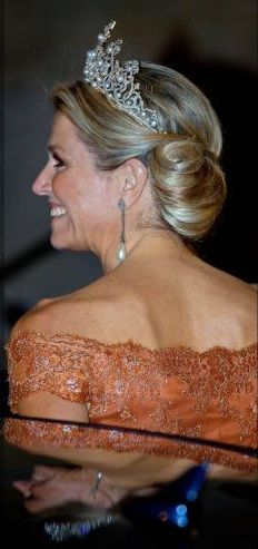 ♥•✿•QueenMaxima•✿•♥...Queen Maxima leaving the gala dinner for the members of the Corps Diplomatique at the Royal palace in Amsterdam 24/06/2015.
