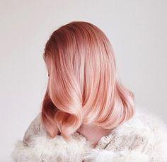 Cabelo pink em leve degradê e com ondas polidas - lindo!