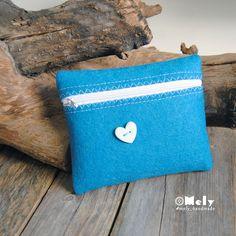 Piccolo portatutto da borsa in feltro petrolio con bottoni decorativi a forma di cuore di MelyHandmade su Etsy