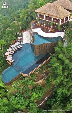 The Hanging Gardens of Bali is a luxurious destination in the heart of the jungle. It is situated near Payangan, a village North of Ubud, whilst the hotel rests in the centre of the magical island of Gods. It surrounded by lush rainforests.