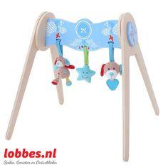Mooie Blauwe Bruno Babygym van hout. Haal de knuffels en de speeltjes los voor nog meer speelplezier! De baby gym is gemakkelijk schoon te maken.lobbes.nl