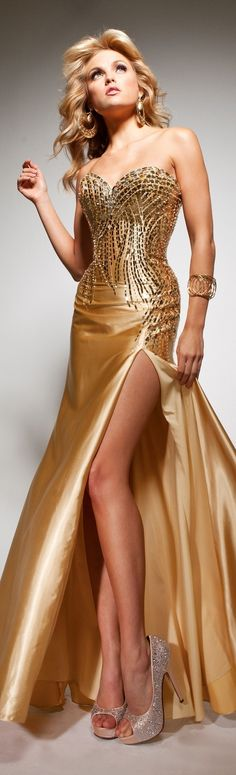 White and Gold Wedding. Elegant and Glamorous. Paris haute couture ~ 3 by Janny Dangerous Elegant Dresses, Pretty Dresses, Sexy Dresses, Beautiful Gowns, Beautiful Outfits, Robes Glamour, Beauty And Fashion, Lagerfeld, Gowns Of Elegance