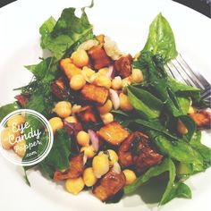 Warm vegan salad: roasted sweet potato, garlic and chickpeas with orange-dill dressing Best Vegetarian Recipes, Healthy Gluten Free Recipes, Whole Food Recipes, Healthy Snacks, Vegetarian Soups, Healthy Eating, Main Dish Salads, Veggie Dishes, Oven Roasted Sweet Potatoes