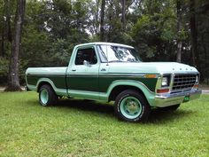 Vintage Pickup Trucks, Classic Ford Trucks, Old Pickup, Dodge 300, Sport Truck, Ford Mustang Coupe, Jacked Up Trucks, Old Fords, Ford Motor Company