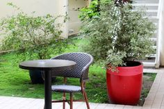 Extérieur du New Hotel Saint Lazare Outdoor Furniture Sets, Outdoor Decor, Patio, Table, Home Decor, Decoration Home, Room Decor, Tables, Home Interior Design