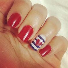 Navy nails #nailart Uñas estilo marinero, una Linda opción para lucir el clàsico color rojo!