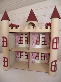 Dieses Märchenschloss aus Karton habe ich für Ylvas Plastik-Märchenwelt gebastelt.    Die Wände wurden mit Briefpapier tapeziert, die Böden...
