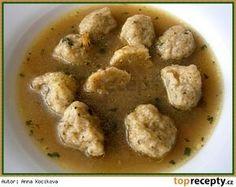 Bramboráčkové knedlíčky do polévky Suroviny: 4 malé brambory(115g) 7 pl hrubé mouky(zarovnaná lžíce) 1 pl sušené majoránky 1 pl nasekaného libečku 1 kl vegety, nebo podravky 1 vejce špetka mletého pepře Postup přípravy receptu Oloupané a umyté brambory nastrouháme na jemném slzičkovém struhadle a smícháme se všemi uvedenými surovinami, jako na bramborákové těsto. Kávovou lžičkou těsto nabíráme do hodně navlhčené dlaně a tvoříme malé kuličky o průměru cca 2cm. Až máme všechny knedlíčky vytvar... Slovak Recipes, Czech Recipes, Ethnic Recipes, Snack Recipes, Cooking Recipes, Snacks, Salty Foods, Food 52, Soups And Stews