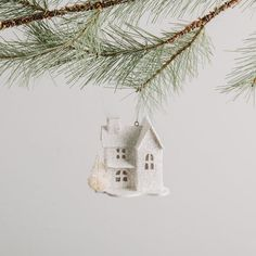 Awesome 99 Cute Whimsical Christmas Ornaments Ideas for Your Holiday Decoration. More at http://99homy.com/2017/12/19/99-cute-whimsical-christmas-ornaments-ideas-holiday-decoration/