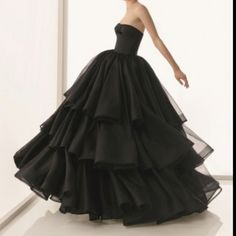 I want to have somewhere to go that I can wear this to, stunning!