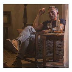 'James Bond' Daniel Craig Turns Down Offer to Return as 007 Daniel Craig Style, Daniel Craig James Bond, Daniel Craig Spectre, Daniel Craig Skyfall, Estilo James Bond, James Bond Style, Zigarren Lounges, Craig Bond, Daniel Graig