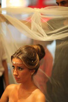 Sinem & Çağlayan harika gelin saçı modeliyle http://dugun.com/makaleler/oku/457/bir-dugun-bir-hikaye-sinem-caglayan-
