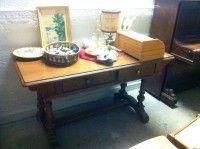 scrivania in slile, in legno. 70€Ps. IlMercatino dell'usato La Ruota Onlus, di via San Michele 15 - Gorizia, cf 91041700310, è nato per