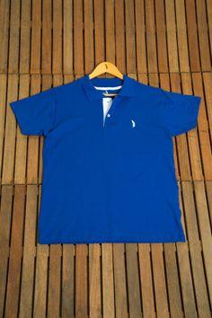 """Tecido 100% algodão, muito leve e confortável, bem fino. Por ser um tecido mais clássico, confere um ar  """"casual chique"""" . O tom adianta a febre das cores do Brasil que serão amplamente exploradas na época da copa. Um tom de azul para se usar sempre."""