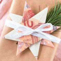 DIY Geschenke Money gift for Christmas - fold banknotes Christmas Tree Decorations, Christmas Gifts, Xmas, Diy Presents, Diy Gifts, Foto Tablet, Diy Tumblr, Best Birthday Gifts, Diy And Crafts