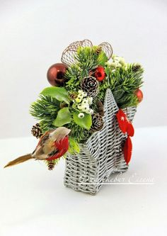 Плетение из газет Newspaper Crafts, Weaving, Christmas Decorations, Tejidos, Xmas, Art, Christmas Decor, Knitting, Knitting And Crocheting