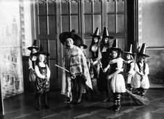 This cute coven of witches understands the profound awesomeness of group costumes.   16 Kids Of The Past Doing Halloween Better Than You