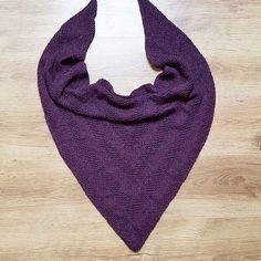 Beautiful and stylish triangular shawls with knitting needles. Cable Knitting, Knitting Needles, Knitting Patterns Free, Free Pattern, Knitting Accessories, Crochet Stitches, Blog, Women's Fashion, Beautiful