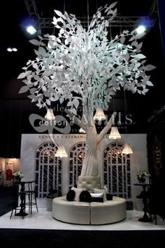 tree exhibition stand - Google Search 3d Tree, Chandelier, Ceiling Lights, Lighting, Google Search, Garden, Home Decor, Homemade Home Decor, Candelabra