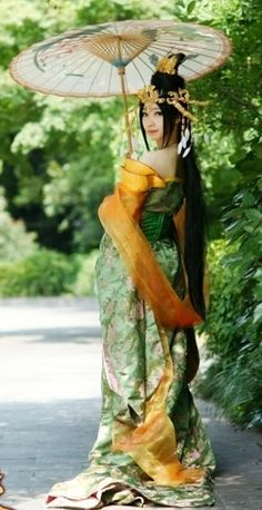 Handmade Ancient Chinese Palace Style Princess Costume--Amazing in gold and green!