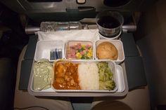 Abendessen in der Cathay Pacific Economy Class im Airbus A350 von Hongkong nach Düsseldorf. #cathaypacific #economyclass #review #airbus #airbusa350 #travel #travelling #review #reiseblogger #hongkong #airplane #planefood