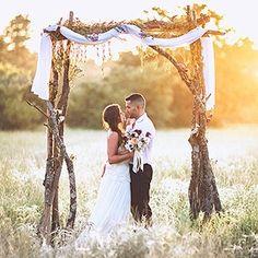 Country wedding ? Какое платье выбрать для такой локации? Coming ���� #theknot #brides #weddingdress #weddinggown #wedding #countrywedding #bridestyle #brideadvisor #bridesadvisor http://gelinshop.com/ipost/1515084443526037172/?code=BUGqUYtFv60