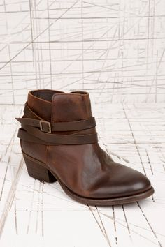 """86c8d359ce0a H by Hudson """"Horrigan"""" Stiefel in Braun bei Urban Outfitters Braune Stiefel,  Urban"""