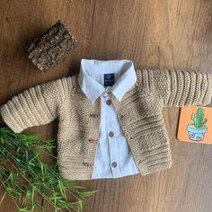 Çok Sevimli Bebek Örgü Modelleri Baby Cardigan Knitting Pattern Free, Baby Boy Knitting Patterns, Knitted Baby Cardigan, Knitted Baby Clothes, Knitting For Kids, Baby Patterns, Pull Bebe, Baby Boy Dress, Clothes Crafts