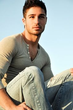 I LOVE a fitted henley on a man. And this guy right here fits it just fine ;o)