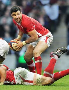 Wales: Six Nations champions here showing Mike Phillips Champions League, Rugby League, Welsh Rugby Players, Rugby Images, English Rugby, Wales Rugby, International Rugby, Australian Football, Rugby Men