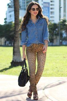 Imagen de http://images1.chictopia.com/photos/danidaniramirez/4243306690/light-brown-forever-21-shoes-brown-leopard-print-target-jeans_400.jpg.