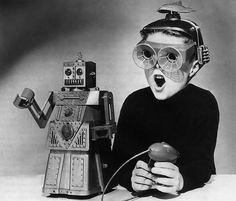 """Retro futurismo"" (Sci-Fi photos from the Robots Vintage, Retro Robot, Vintage Toys, Weird Vintage, Vintage Space, Retro Toys, Digital Art Illustration, Old Photos, Vintage Photos"
