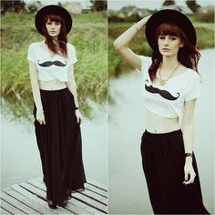 Kolejna świetna stylizacja Mademoiselle Kate. Tym razem Kasia postanowiła połączyć długą, czarną spódnicę z krótkim, białym topem i kapeluszem z dużym rondem. Świetna stylizacja <3