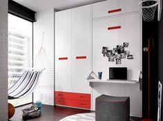 Ahorra en espacio durante el día con esta práctica cama abatible vertical de 90x190 cm con altillo y armario de 2 puertas y 2 cajones vistos. Puede colocarse en posición inversa: armario a la derecha y cama a la izquierda.