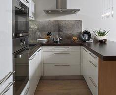 Fotogalerie: Byt je v projektu, který vyhrál prestižní soutěž Best of Realty Galley Kitchen Design, Minimalist Kitchen Design, Kitchen Decor, Kitchen Layout Interior, Kitchen Inspirations, Kitchen Cabinet Design, Kitchen Room Design, Kitchen Design Small, Loft Kitchen