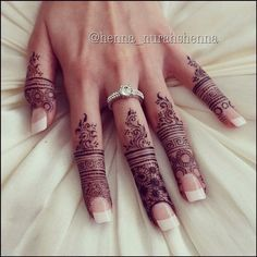 Beautiful Easy Finger Mehndi Designs Styles contains the elegant casual and formal henna patterns to try for daily routines, eid, events, weddings Mehndi Tattoo, Tatoo Hindu, Mehndi Art, Henna Tattoo Designs, Mehandi Designs, Henna Mehndi, Henna Art, Mandala Tattoo, Hena Designs