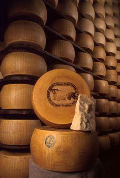 Red Cow Parmigiano Reggiano - Italian Ways Cheese Shop, Cheese Lover, Pureed Food Recipes, Snack Recipes, French Cheese, Italian Cheese, Mozzarella, Parmesan, Fromage Cheese