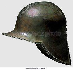 Иллирийская типа шлем, 7-й/6-й века до н. э. Бронза. Череп с гребнем база оконтурена двойные хребты, большие, - стоковое изображение