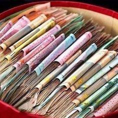 33 закона увеличения дохода 1. Храните деньги в крупных купюрах. 2. Храните деньги круглыми суммами. 3. Выделяйте из всего объема средств неприкосновенную сумму и постоянно ее увеличивайте. 4. Расценивайте экономию как заработок. 5. Обосновывайте каждую покупку. 6. Заведите журнал ежедневных доходов и расходов. 7. Пересчитывайте деньги каждый день в одно и то же время. 8. Деньги любят свое место. 9. Не давайте деньги взаймы. 10. Не берите деньги в долг. 11. С уважением относитесь к малым…