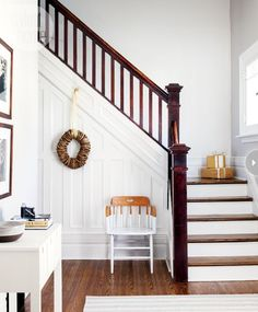 Interior: Simple winter style - Style At Home Painted Stairs, Wood Stairs, Stairs Trim, Dipped Furniture, Banisters, Staircase Design, Staircase Landing, Staircase Ideas, Interiores Design