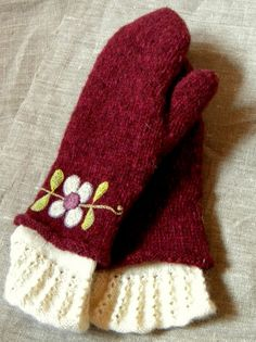 double mittens with flower embroidery & knitted lace Like the idea of second layer to mittens. Knitted Mittens Pattern, Knit Mittens, Knitted Gloves, Knitting Socks, Knitting Patterns, Knitting Accessories, Bandeau, Wool Felt, Knit Crochet
