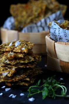 Kakkuviikarin vispailuja!: Gluteeniton siemennäkkäri Stuffed Mushrooms, Place Card Holders, Vegetables, Food, Stuff Mushrooms, Vegetable Recipes, Eten, Veggie Food, Meals