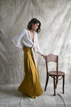 Brooklyn-based brand Aurora Vestita is inspired by goddesses, the and the designer's Mediterranean heritage. Each and every piece combines femininity, comfort and luxury. Outfits Fiesta, Dress Skirt, Dress Up, Cocktail Outfit, Minimalist Fashion Women, Spring Outfits, Casual Outfits, Street Style, Style Inspiration
