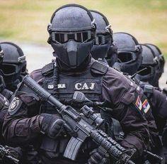 #militar #belico #soldados #fuzileiros #snipers #tropadeelite #tropasespeciais #army #arma #exercito #marinha #aeronautica #uss #blindados #policia #heroi #armamento