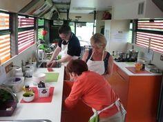 Atelier apéritifs dinatoires pour faire le plein de bonnes idées recettes pour réussir à coup sûr vos réceptions. Miam miam... http://www.blog-toques-et-bus.fr/2013/06/atelier-cuisine-aperitif-cocktail-dinatoire-quimper/