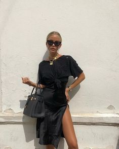 Who dares to wear all black outfits for summer? This will make your summer hoter, but who cares? Your all black outfits will always be stylish, graceful and amazing. Here are Spring a… Black Women Fashion, Look Fashion, Street Fashion, Fashion Outfits, Womens Fashion, Fashion Trends, Feminine Fashion, Fashion Ideas, Fashion Clothes
