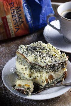 MAKOWA PANIENKA Z BRZOSKWINIAMI Polish Desserts, No Bake Desserts, Delicious Desserts, Cake Recipes, Dessert Recipes, Good Food, Yummy Food, Sweets Cake, Happy Foods