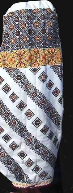 maneca, Suceava, Bucovina Costume, Quilts, Blanket, Crochet, Quilt Sets, Costumes, Ganchillo, Blankets, Log Cabin Quilts